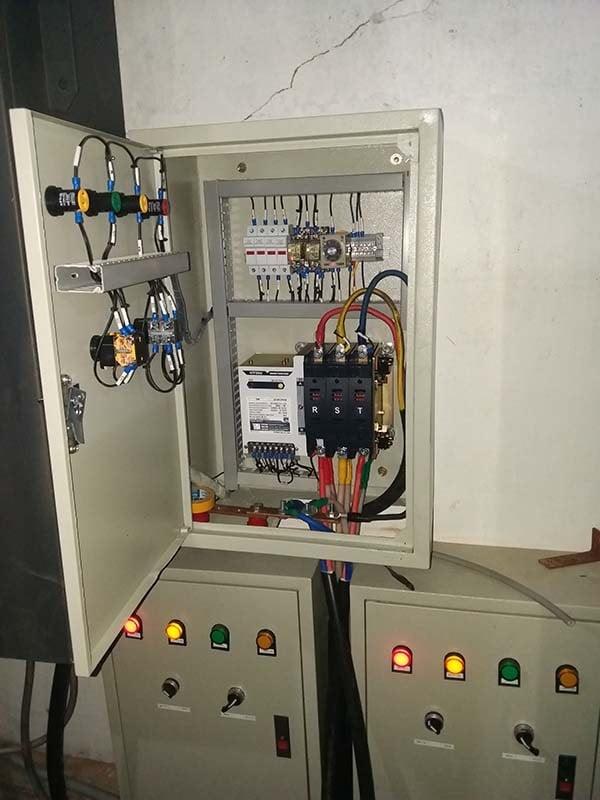 Chia tủ điện tổng thành 3 nhóm các phụ tải chính đấu với tủ ATS