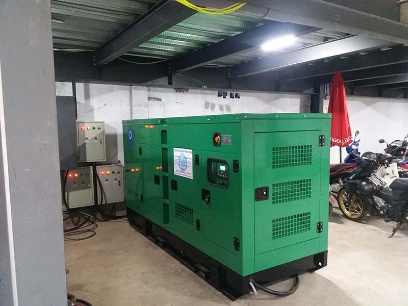 Máy phát điện và 3 tủ ATS được đặt ở dưới tầng hầm ngay cạnh tủ điện tổng của khách sạn