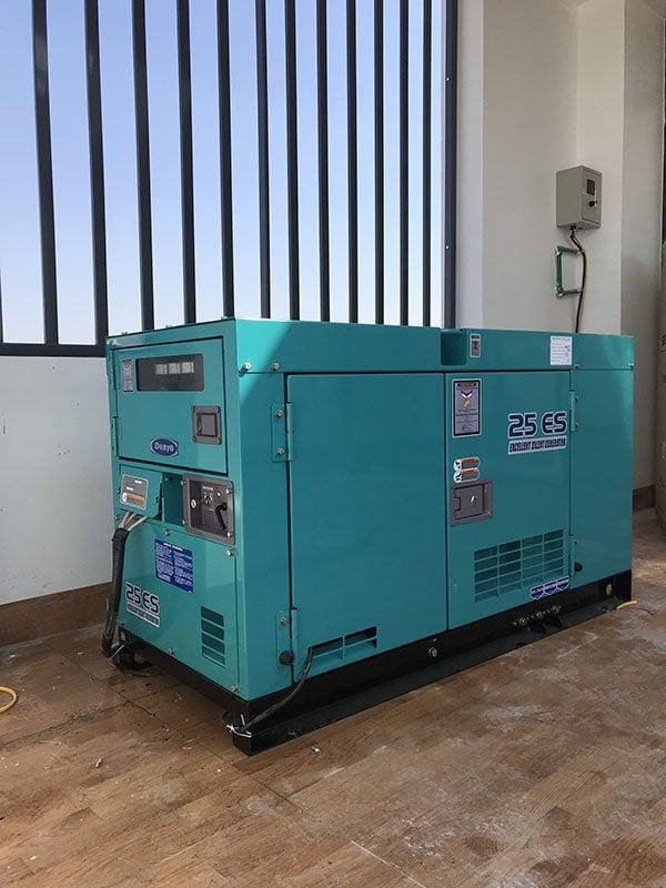 Đặt máy phát điện lên tầng 5 của tòa nhà và đấu nối với tủ điện tổng