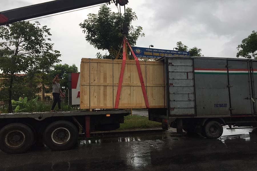 vận chuyển máy phát điện tới chân công trình