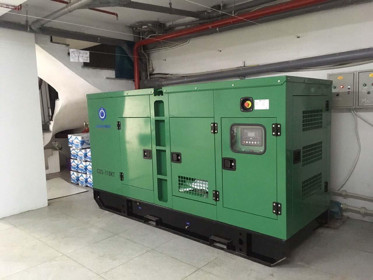 Máy phát điện Cummins 100kVA được đặt dưới tầng hầm của khách sạn