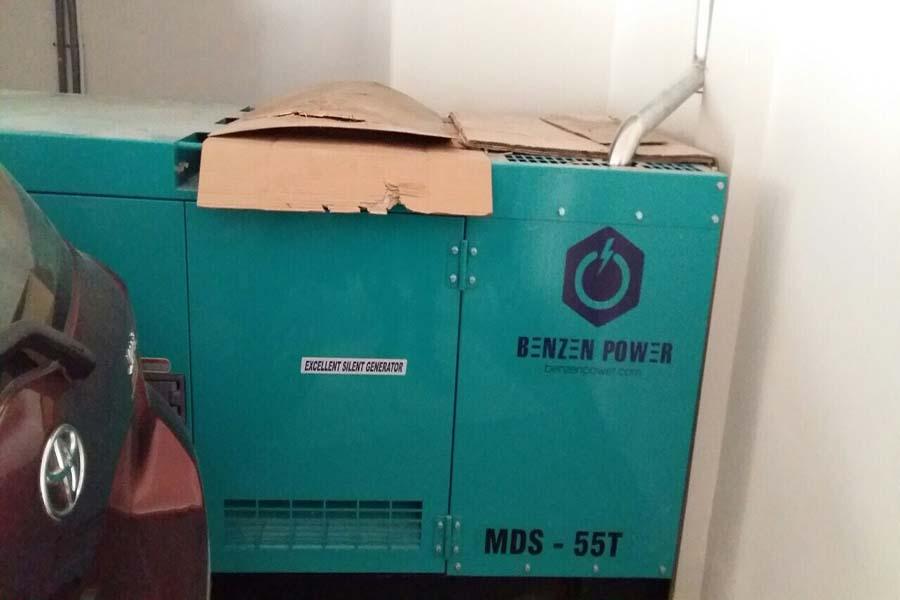 Máy phát điện được lắp đặt ở tầng hầm để xe của khách sạn
