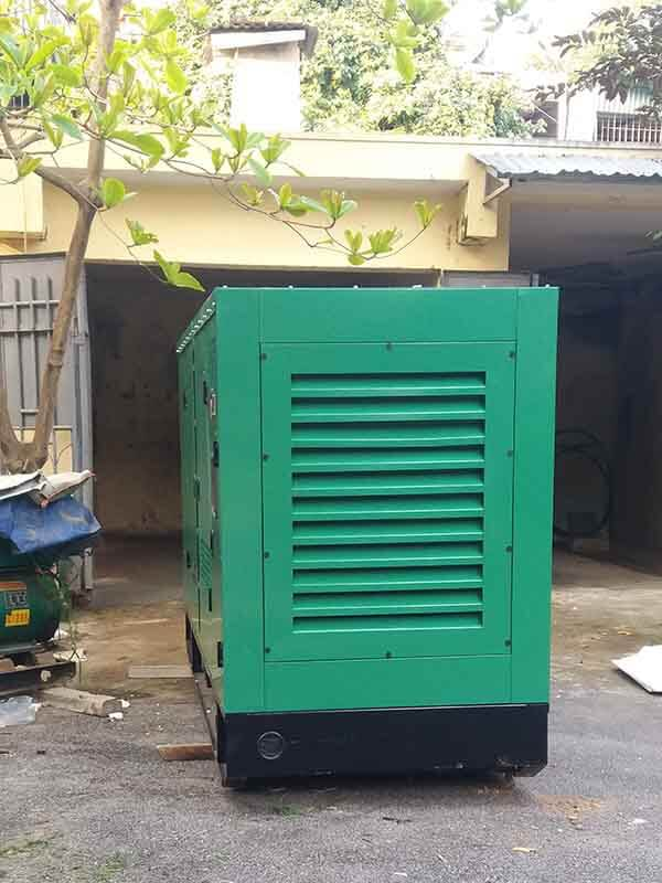 Vận chuyển máy phát điện Cummins 250kVA tới chân công trình