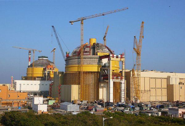 máy phát điện công nghiệp trong công nghiệp