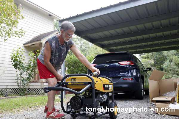 Máy phát điện gia đình chạy bằng xăng
